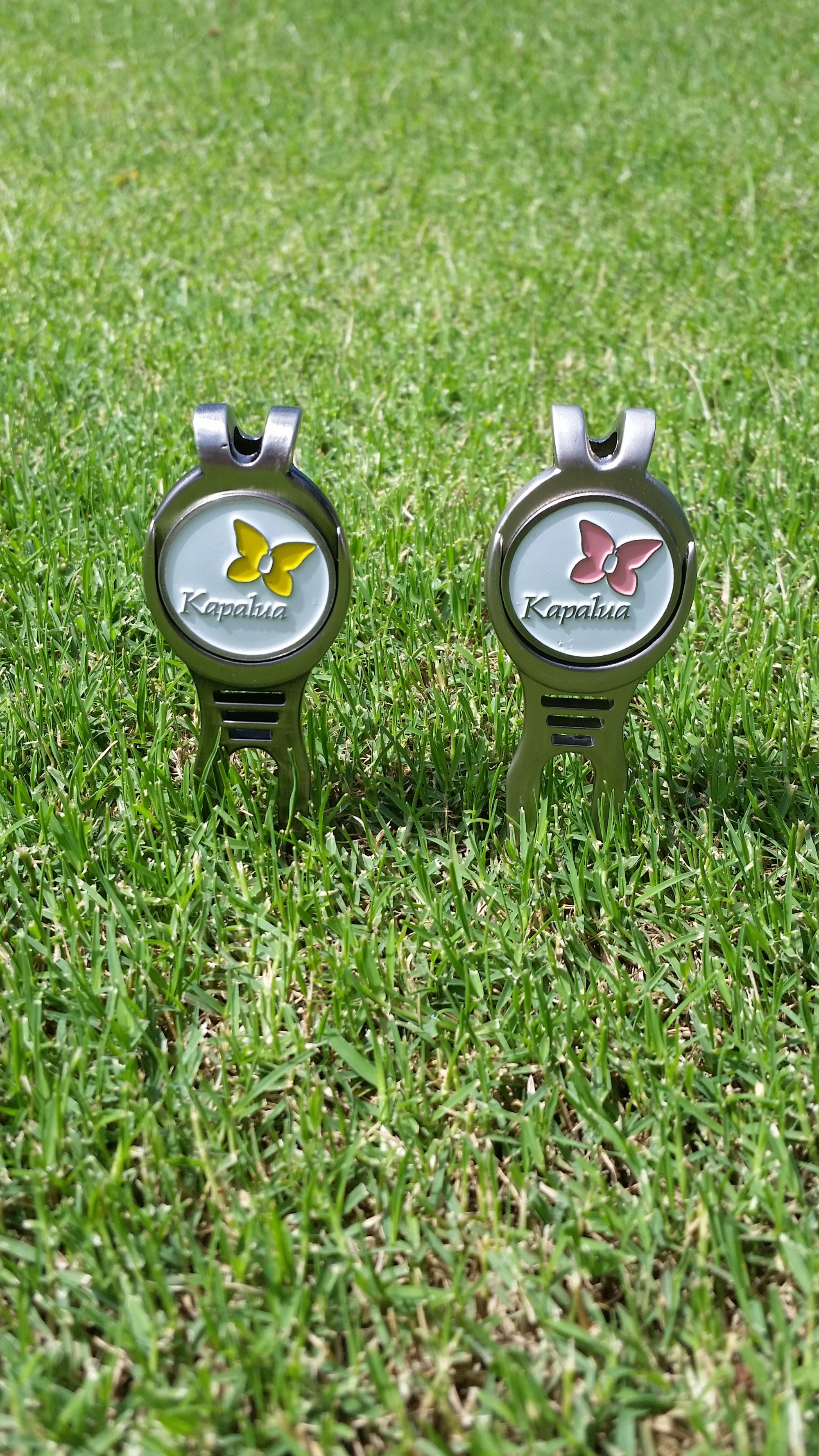 CMC Divot Tool w/ Ball Marker - Pink or Yellow