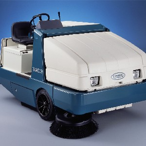 TENNANT SWEEPER RIDE-ON HI-DUMP 6600