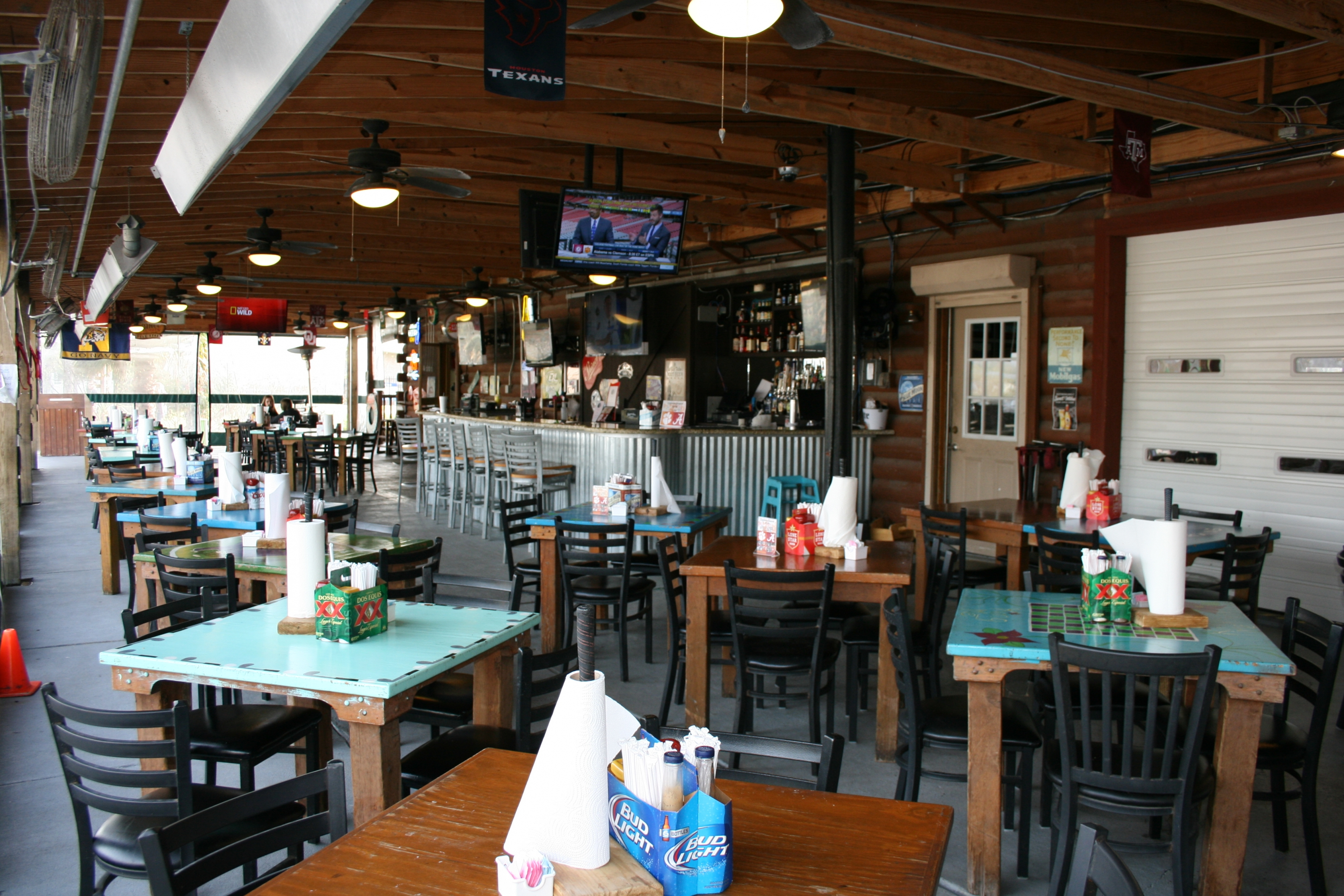 Swanny's Bar & Grill