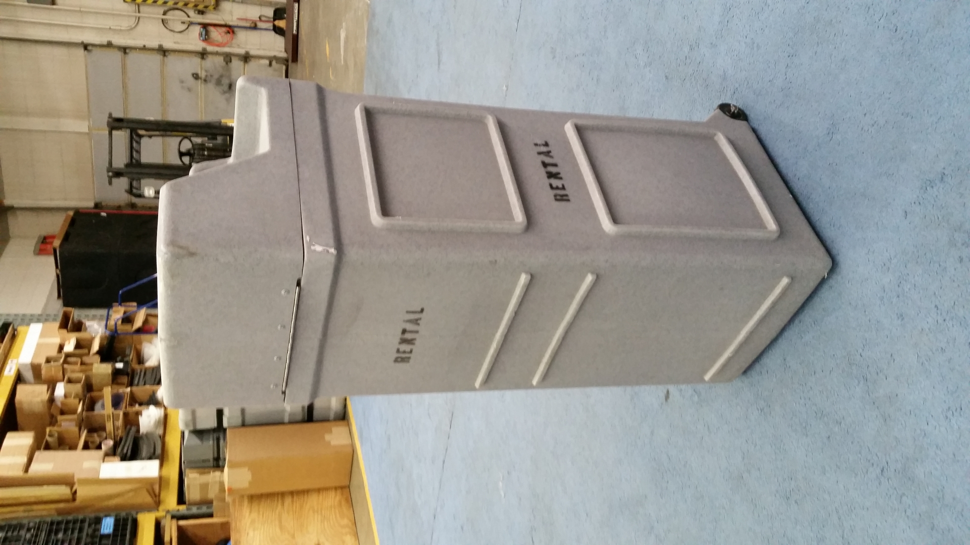 Larger wheeled shipping case-used