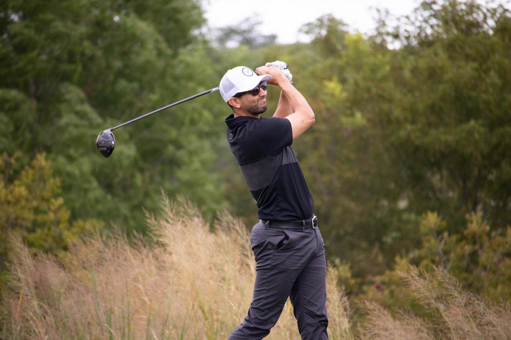 Mendez in the lead after Round One of the STPGA Professional Championship.