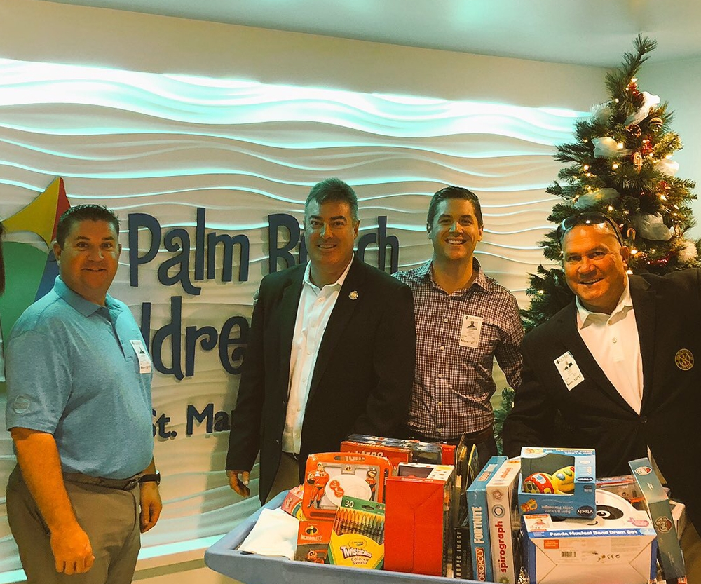 SOUTH FLORIDA PGA PROFESSIONALS VISIT PALM BEACH CHILDREN'S HOSPITAL PROVIDING GIFTS TO THE YOUNG PATIENTS